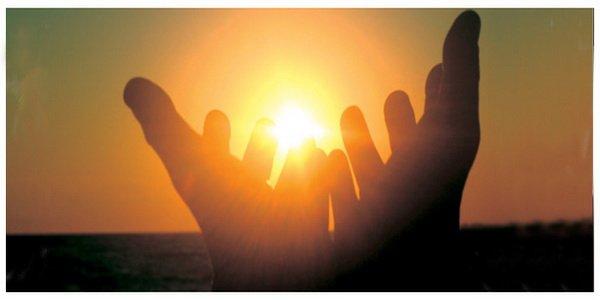Lo yoga delle mani e il respiro del fiore di loto