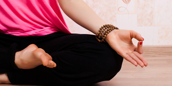 (VIDEO) Sequenza di riscaldamento e 5 facili posizioni yoga