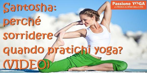(VIDEO) Santosha: perché sorridere quando pratichi yoga?